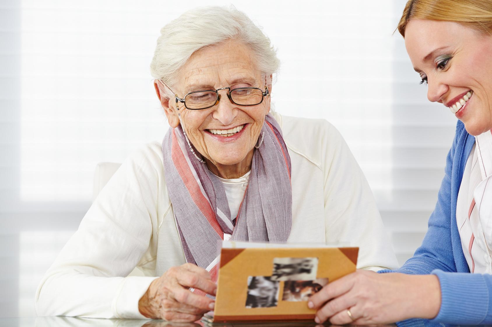 opieka seniorzy alzheimer